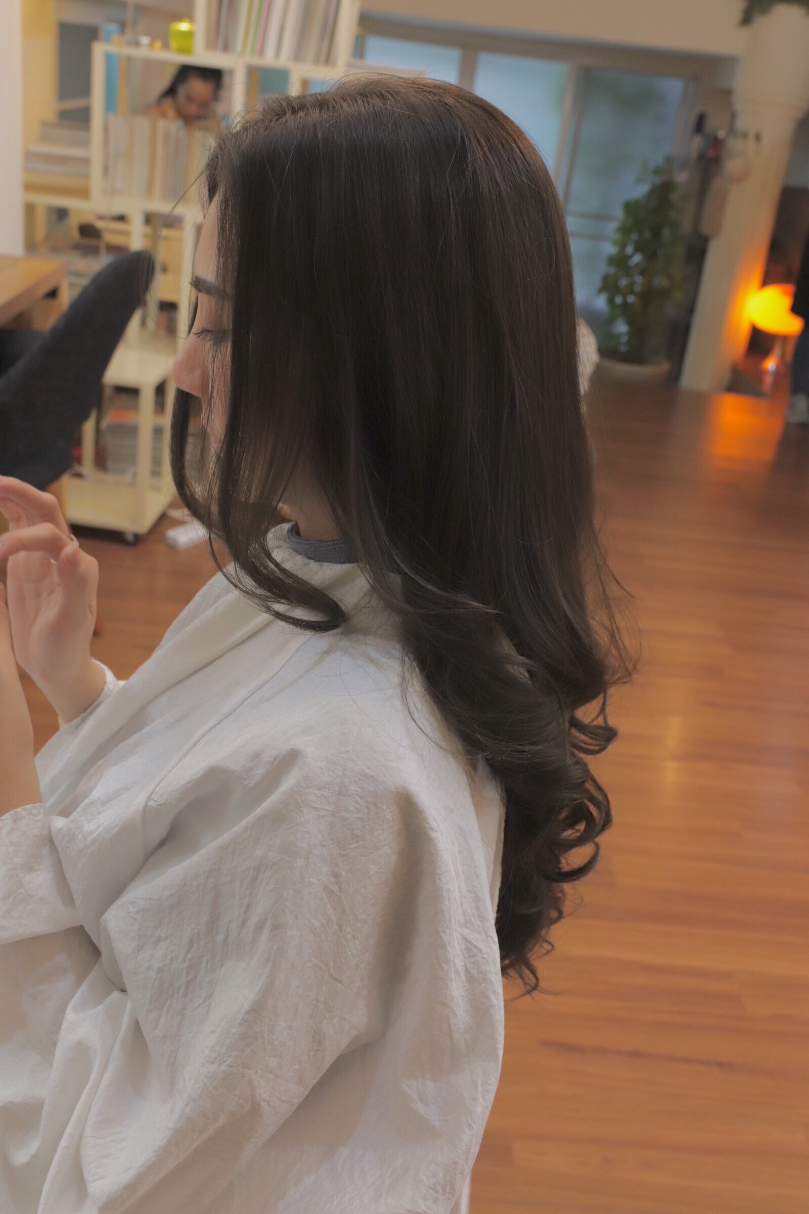 【NEVE】haircolor-matt-ash-gray-brown-curl-long-hairstyle